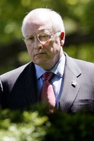 cheney_lurking.jpg